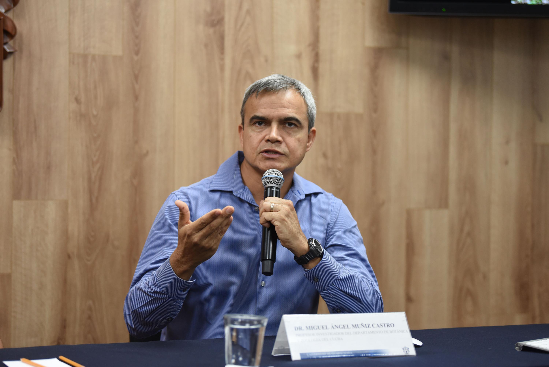 Doctor Miguel Ángel Muñiz Castro, investigador del Departamento de Botánica y Zoología del Centro Universitario de Ciencias Biológicas y Agropecuarias (CUCBA), en uso de la palabra