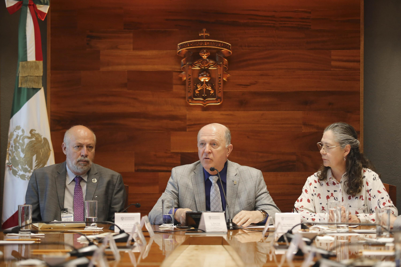 Rector General de la Universidad de Guadalajara (UdeG), doctor Miguel Ángel Navarro Navarro, en uso de la palabra