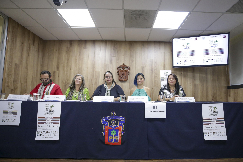 Organizadores de la tercera edición del Festival de la Tierra en presídium