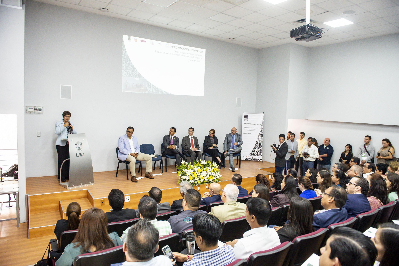 Doctora Mónica Almeida López, diputada federal, participando en el Foro Nacional de Vivienda 2019