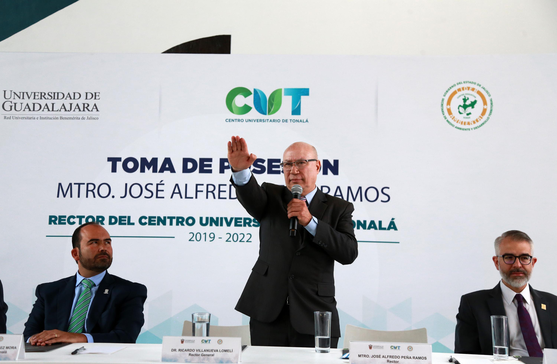 Maestro José Alfredo Peña Ramos, toma protesta como Rector del Centro Universitario de Tonalá (CUTonalá)