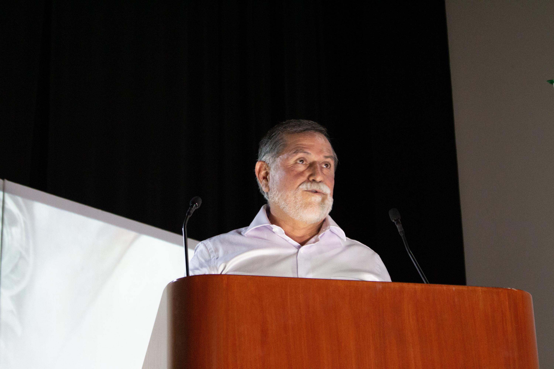 Rector del Centro Universitario de la Costa, doctor Jorge Téllez López, en uso de la palabra