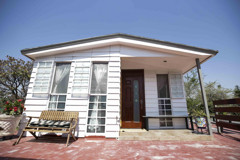 Casa ubicada en La Calera, en Tlajomulco de Zúñiga, la cual fue construida con placas o madera plástica