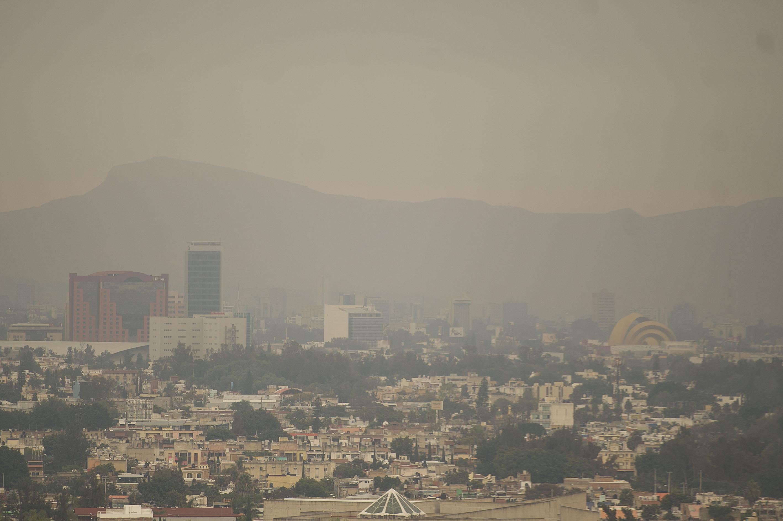Vista panorámica de la Zona Metropolitana de Guadalajara (ZMG), cubierta de contaminación atmosférica
