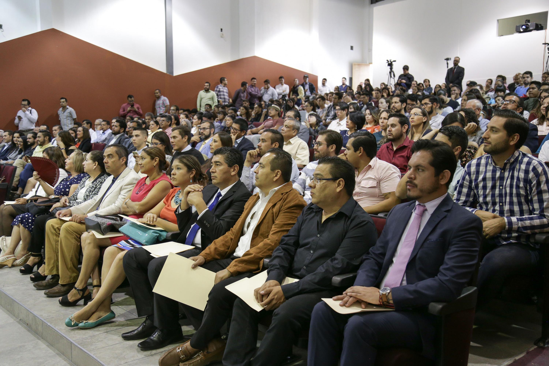 Público asistente a la toma de protesta, en el auditorio central del CULagos, sede San Juan de los Lagos