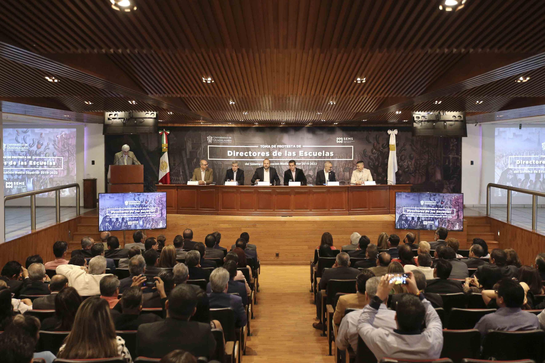 Autoridades de la Universidad de Guadalajara y del Sistema de Educación Media Superior (SEMS), encabezando la ceremonia de toma de protesta