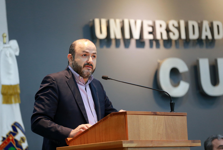Rector General de la Universidad de Guadalajara (UdeG), doctor Ricardo Villanueva Lomelí, en uso de la palabra