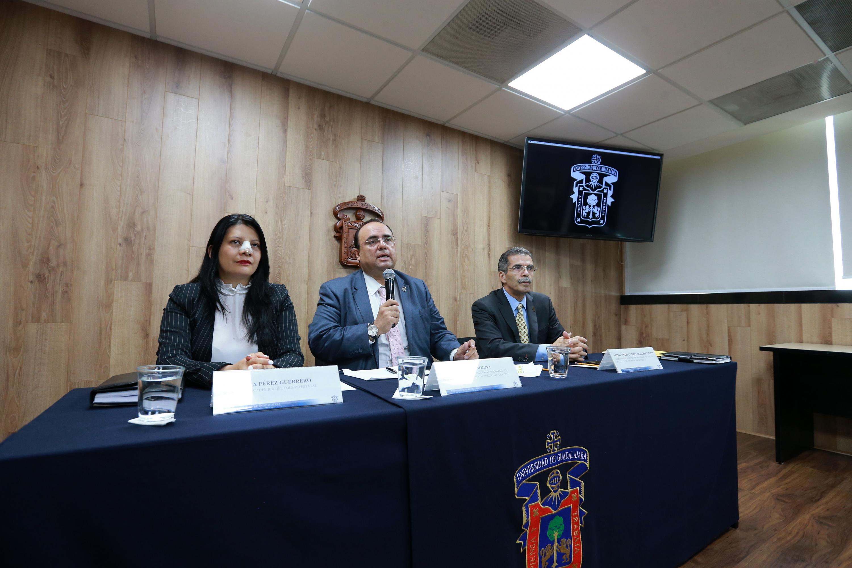 Autoridades del Colegio Estatal de Psicología en Intervención de Jalisco, impartiendo rueda de prensa para anunciar a los ganadores del Premio Estatal de Psicología 2019