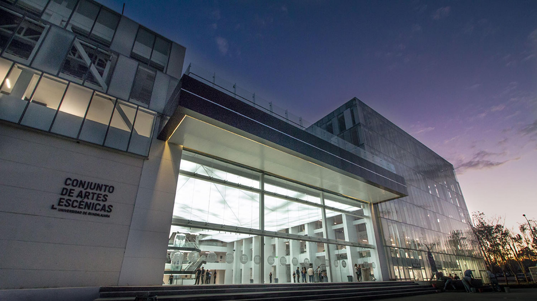 Fachada del Conjunto Santander de Artes Escénicas, del Centro Cultural Universitario de la Universidad de Guadalajara