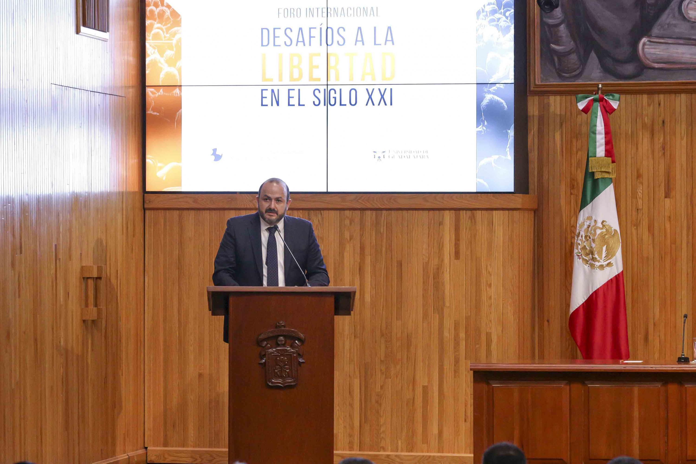 Rector General de la Universidad de Guadalajara, doctor Ricardo Villanueva Lomelí, en el uso de la palabra
