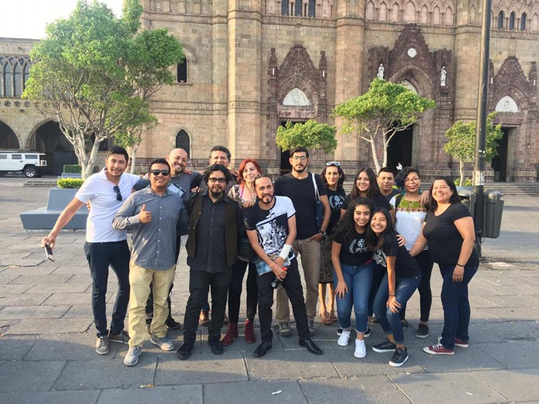 Organizadores de la Muestra Independiente Audiovisual Xalisco (MIAX), posando para toma de fotografía grupal