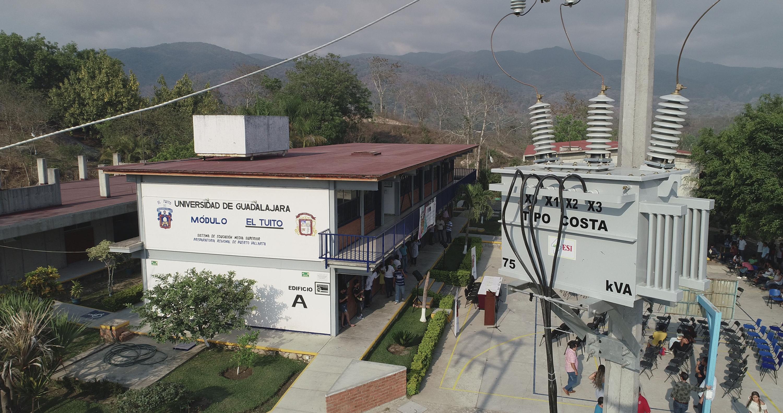 Vista panorámica del Módulo El Tuito, de la Preparatoria de Puerto Vallarta, en donde se puede apreciar el nuevo transformador