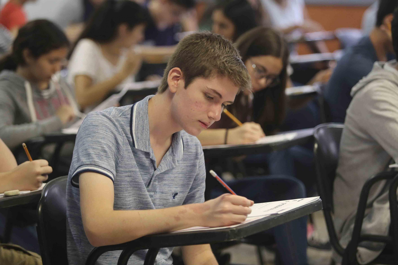 Aspirantes en la aplicación del Examen de Admisión (Piense II), para ingresar a alguna de las preparatorias del Sistema de Educación Media Superior (SEMS), de la Universidad de Guadalajara (UdeG)