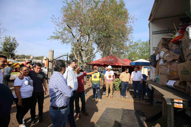 Autoridades universitarias hacen entrega de 17 toneladas de alimentos no perecederos, artículos de higiene personal y limpieza, al municipio de San Gabriel, población del Sur de Jalisco
