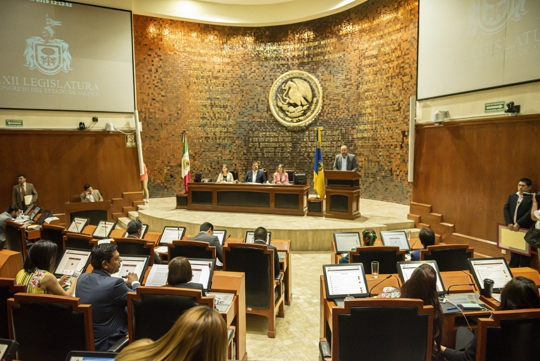 El Rector General, doctor Ricardo Villanueva Lomelí, en uso de la palabra en la en sesión ordinaria del pleno del Congreso del Estado este 12 de junio
