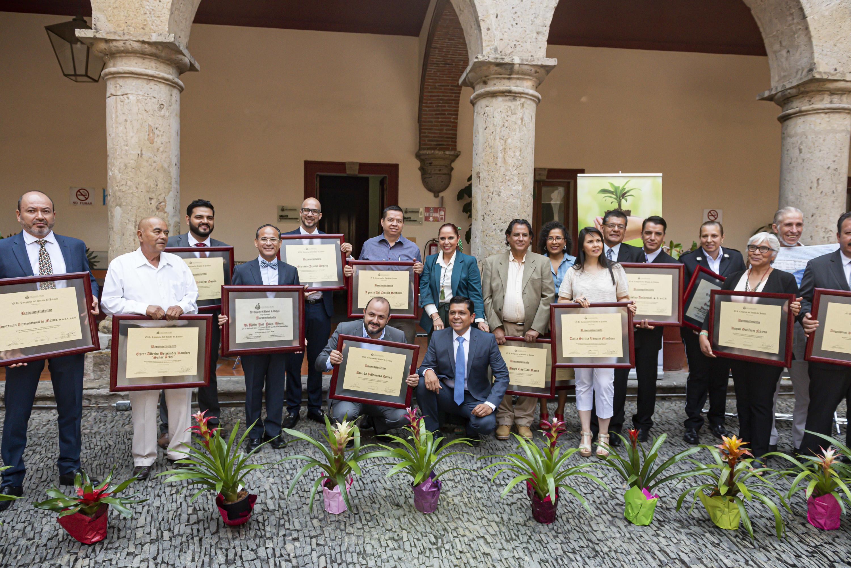 Destacados miembros de la comunidad de la Universidad de Guadalajara (UdeG), encabezados por el Rector General, doctor Ricardo Villanueva Lomelí, fueron galardonados con el Reconocimiento al Mérito Ambiental Estatal 2019