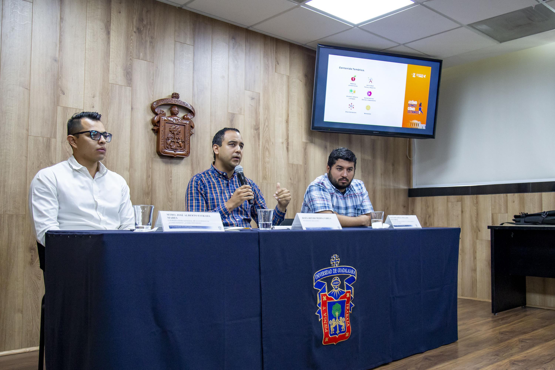 Autoridades de la Federación de Estudiantes Universitarios en rueda de prensa