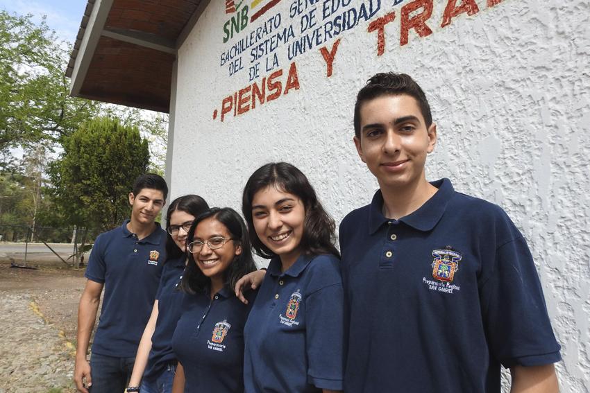 Los alumnos Fernanda Hayde González Osuna, Tania Raquel Hernández Pizano, Angélica Novoa Corona, Diego Arias Ramírez y César Israel González Corona