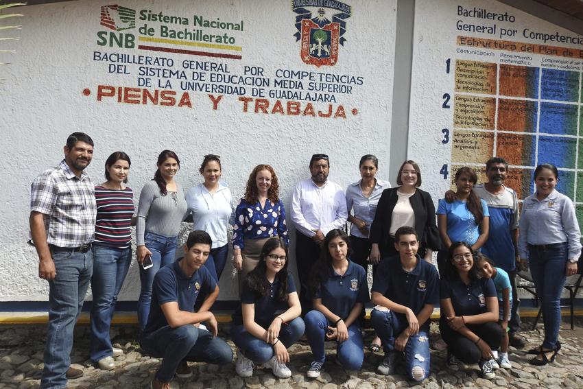 Autoridades universitarias y alumnos de del Módulo de San Gabriel adscrito a la Preparatoria de Sayula de la Universidad de Guadalajara (UdeG)
