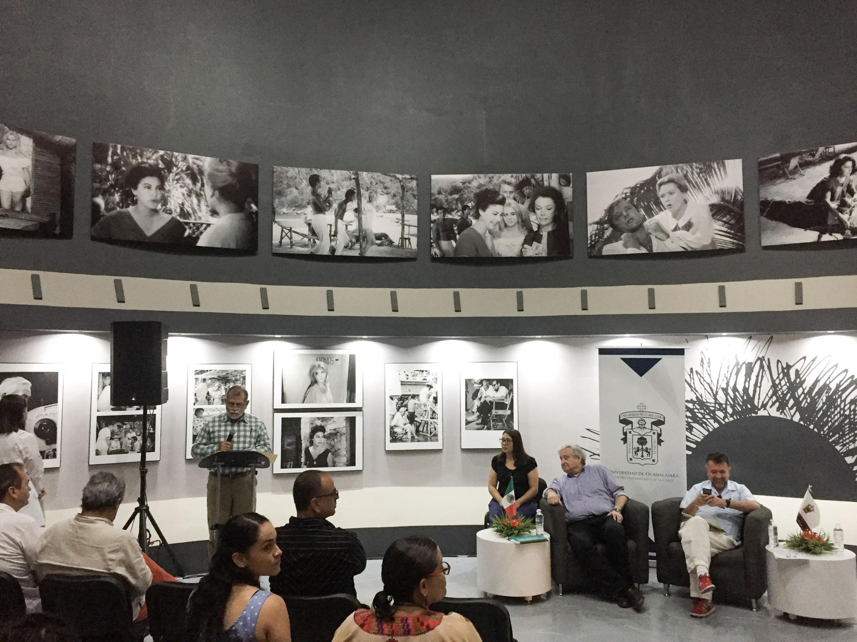 Autoridades universitarias del Centro Universitario de la Costa (CUCosta) en conferencia en la Cátedra Huston de Cine y Literatura