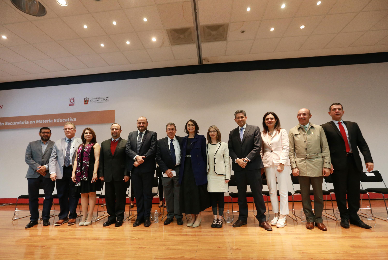 Autoridades de la universidad de Guadalajara, ANUIES y de la Secretaria de Educación Pública Jalisco, en el Foro de Consulta sobre la Legislación Secundaria en Materia Educativa, cuya institución anfitriona fue la Universidad de Guadalajara (UdeG)