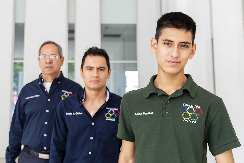 ntegrantes de la selección Jalisco de química, que representarán a México en la 51º Olimpiada Internacional de Química, que se realizará en París, Francia