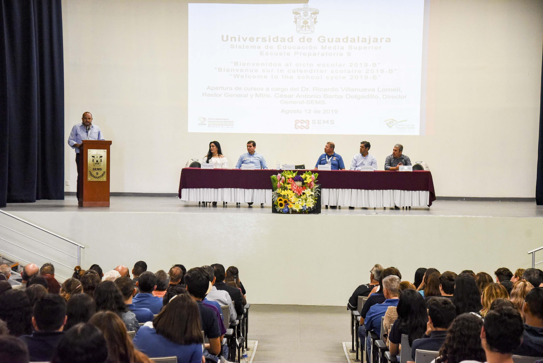 El Rector General de la Universidad de Guadalajara (UdeG), doctor Ricardo Villanueva Lomelí, encabezó el acto de inicio de actividades académicas para el calendario 2019-B