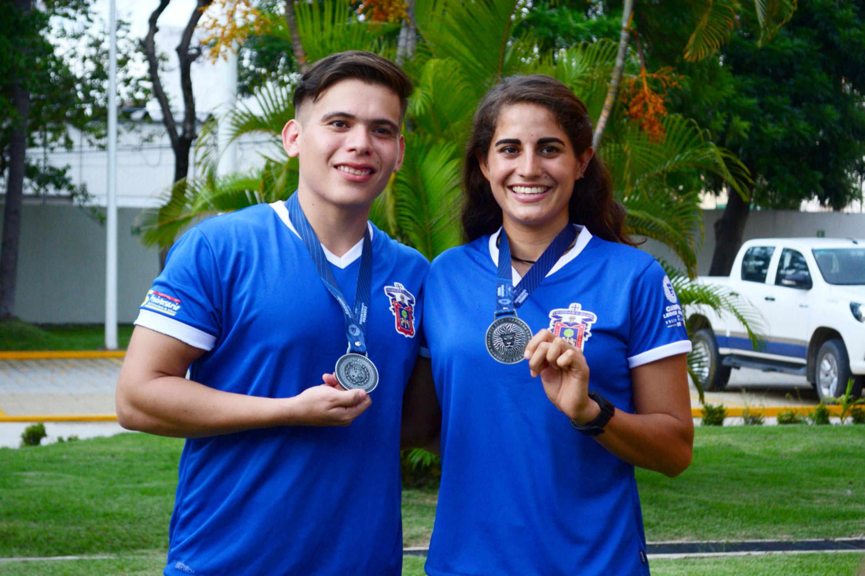 Atletas participantes de la Tercera Carrera Leones Negros, en Puerto Vallarta