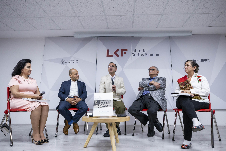 Autoridades universitarias en la presentación de libro Biblioteca Iberoamericana. Pilar de la educación en Jalisco