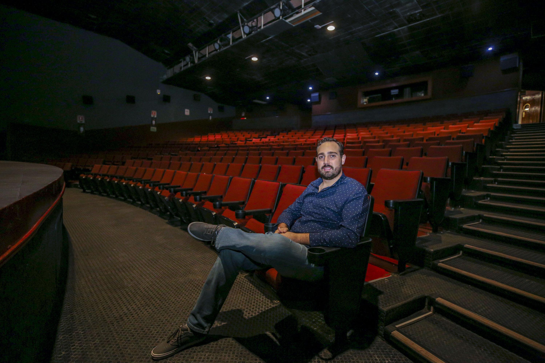 El licenciado en Artes Audiovisuales especializado en Multimedia, por el CAAV, y licenciado en Diseño Industrial, por el Centro Universitario de Artes, Arquitectura y Diseño (CUAAD), Ricardo Brambila Galindo