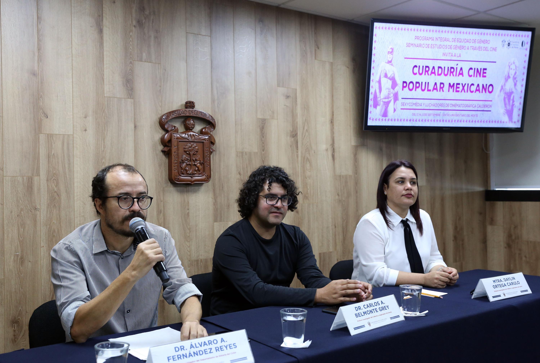 Investigadores de la Universidad de Guadalajara en rueda de prensa para analizar las Aproximaciones al estudio de género a través del cine Producciones Calderón y la sexicomedia