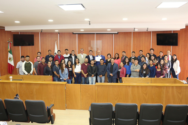 La licenciatura en Abogado, del Centro Universitario del Sur (CUSur) con sede en Ciudad Guzmán, recibió este jueves el certificado de acreditación de calidad por parte del Consejo Nacional para la Acreditación de la Educación Superior en Derecho, AC