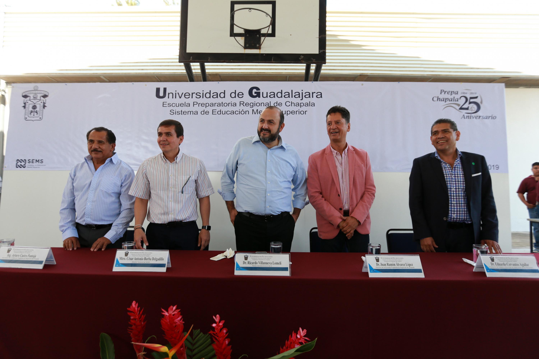 Autoridades universitarias presentes en los festejos por los 25 años de la Preparatoria Regional de Chapala de su anexión al Sistema de Educación Media Superior (SEMS)