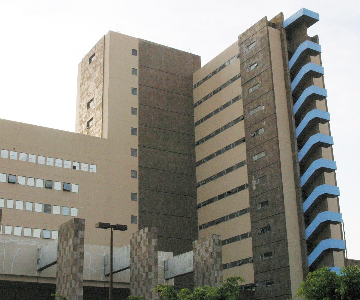 """Fachada del Nuevo Hospital Civil de Guadalajara """"Dr. Juan I. Menchaca"""""""