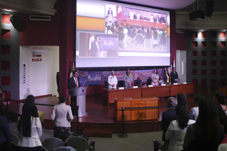 El Rector del Centro Universitario de Ciencias de la Salud (CUCS), doctor José Francisco Muñoz Valle, al inaugurar el XVII Curso de Nutrición Infantil