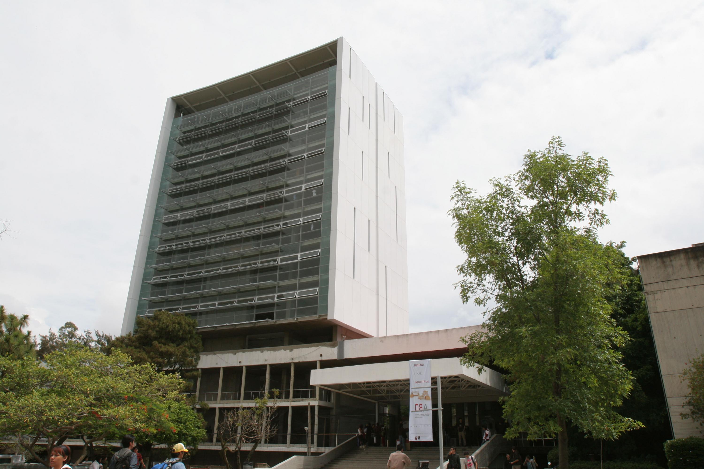 Fachada de edifico del Centro Universitario de Arte, Arquitectura y Diseño (CUAAD), de la Universidad de Guadalajara