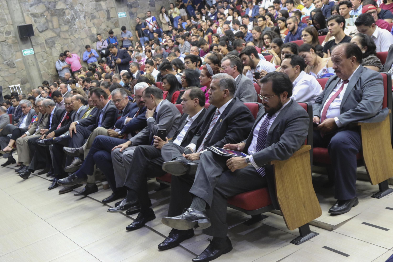 """Asistentes al conversatorio """"¿Por qué y para qué de un Congreso Constituyente en Jalisco?"""", organizado por la División de Estudios Jurídicos, del Centro Universitario de Ciencias Sociales y Humanidades (CUCSH)"""