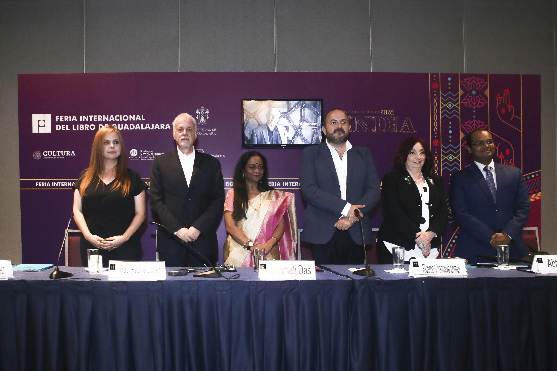 Autoridades Universitarias, de la Feria internacional de Libro de Guadalajara y del país invitado (India)