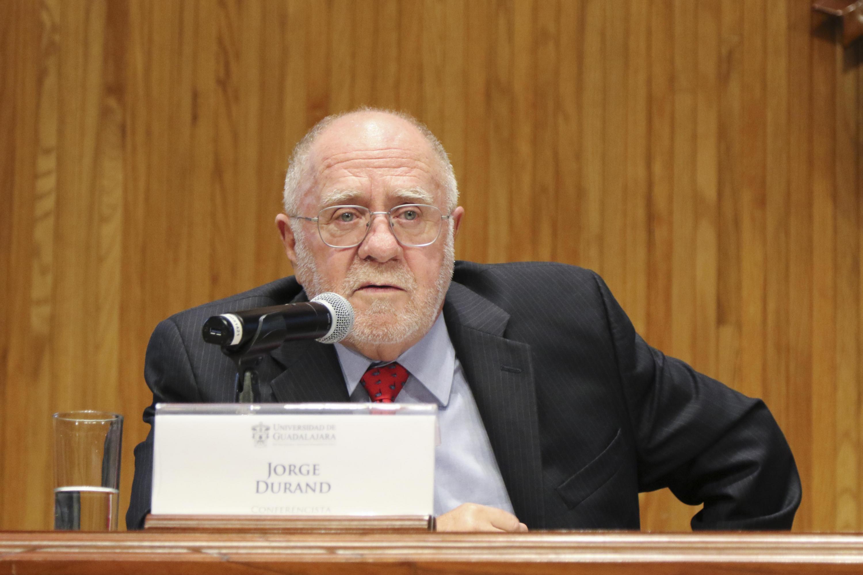 El doctor Jorge Durand, profesor investigador del Centro Universitario de Ciencias Sociales y Humanidades (CUCSH), en uso de la palabra