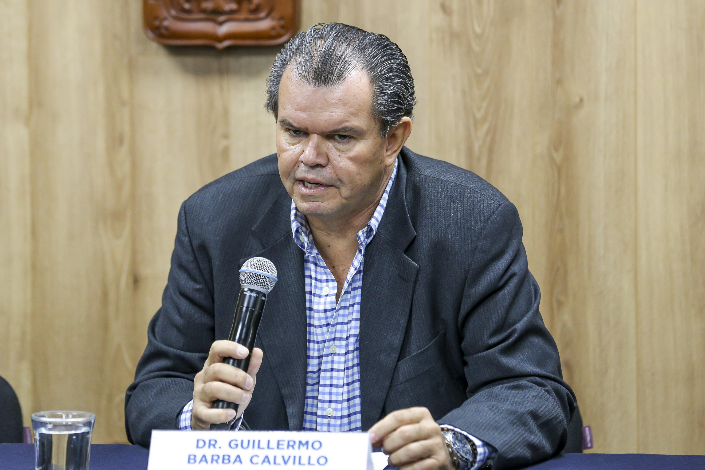 El investigador del Departamento de Ciencias Ambientales del CUCBA, doctor Guillermo Barba Calvillo