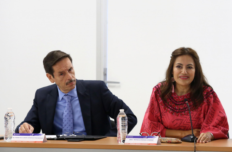 El Rector del CUAAD, doctor Francisco Javier González Madariaga, la Directora del Instituto Transdisciplinar en Literacidad, doctora Patricia Rosas Chávez.