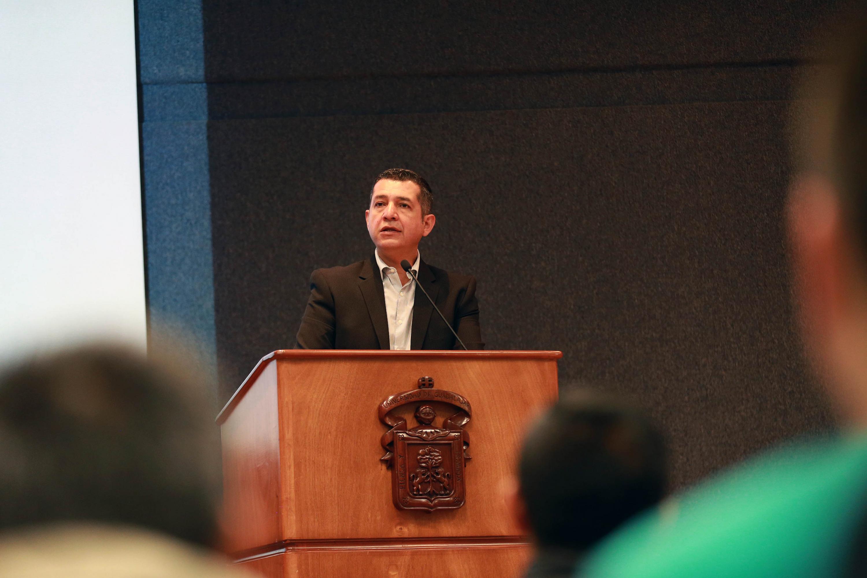 El Rector del CUCEA, maestro Luis Gustavo Padilla Montes, explicó que la UdeG está en un proceso de análisis