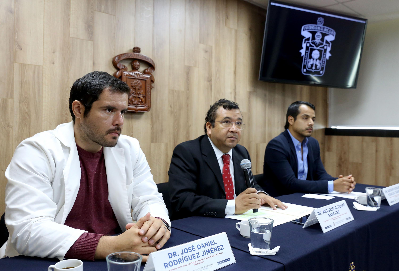 Especialistas del Centro Universitario de Ciencias de la Salud (CUCS), en rueda de prensa