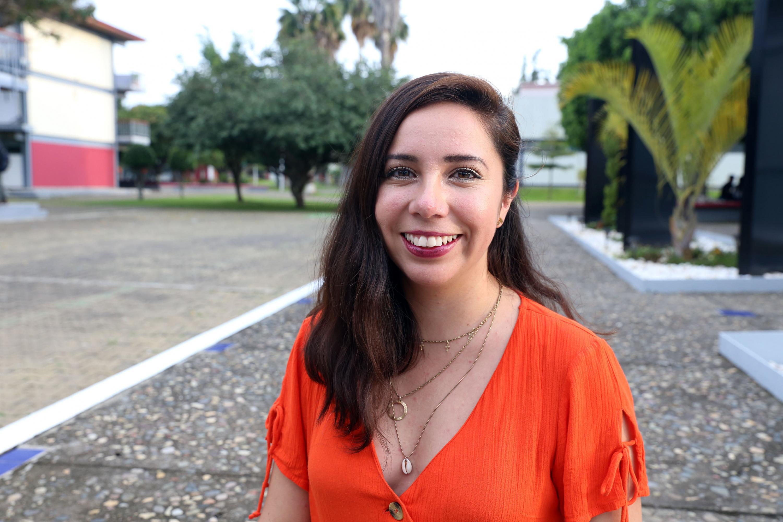 La egresada de la licenciatura en Periodismo, del Centro Universitario del Sur (CUSur), Arely Ruiz Eufracio,