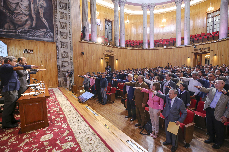 Consejo General Universitario apruebe el Doctorado Honoris causa al ganador de un premio Nobel