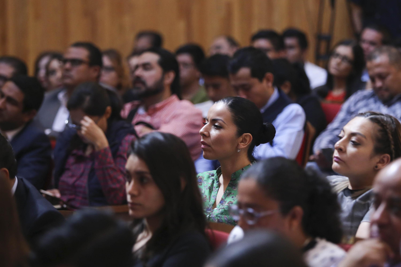 """Asistentes a la conferencia """"El origen de la Red. La reforma de la Universidad de Guadalajara, 30 años después"""""""