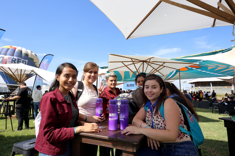Estudiantes universitarios en el Festival Regional con motivo del primer cuarto de siglo de la Red Universitaria.