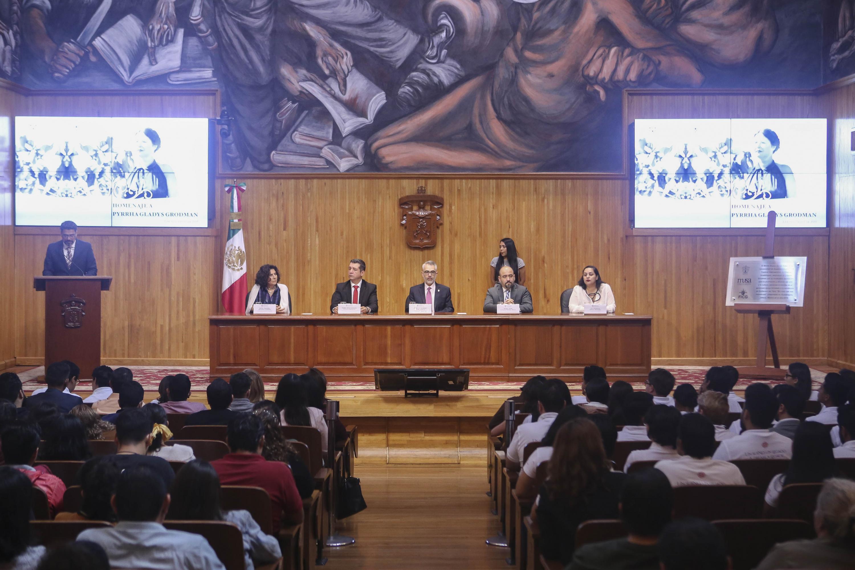 La Universidad de Guadalajara (UdeG) rindió este viernes un homenaje a la filántropa estadounidense Pyrrha Gladys Grodman, en el Paraninfo Enrique Diaz de León