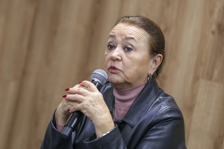 La Directora de la División de Artes y Humanidades del plantel, maestra Dolores Aurora Ortiz Minique, en uso de la voz