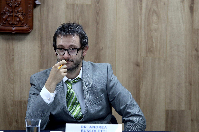El integrante del Observatorio, el doctor Andrea Bussoletti, en uso de la palabra